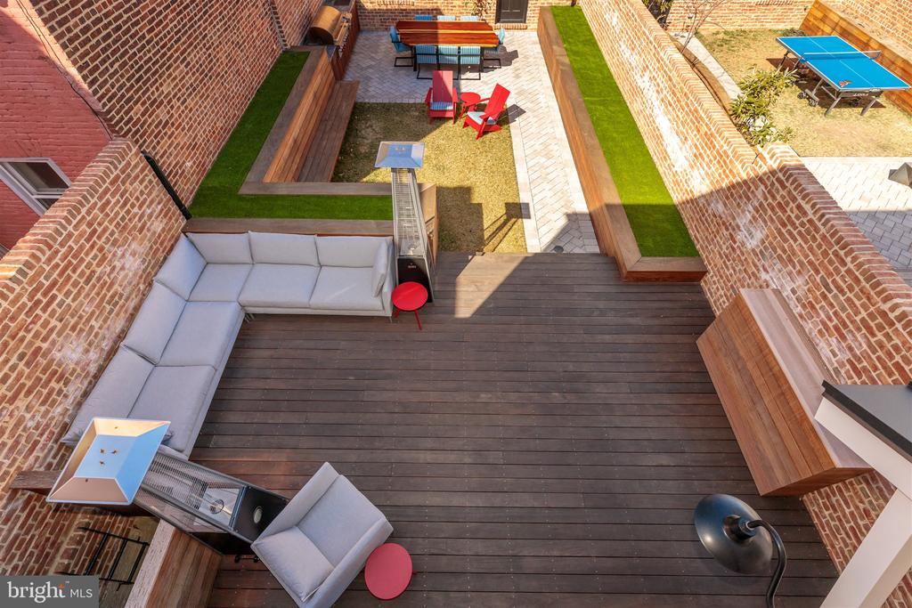 Ipe deck with sectional couch seating - 212 A ST NE, WASHINGTON