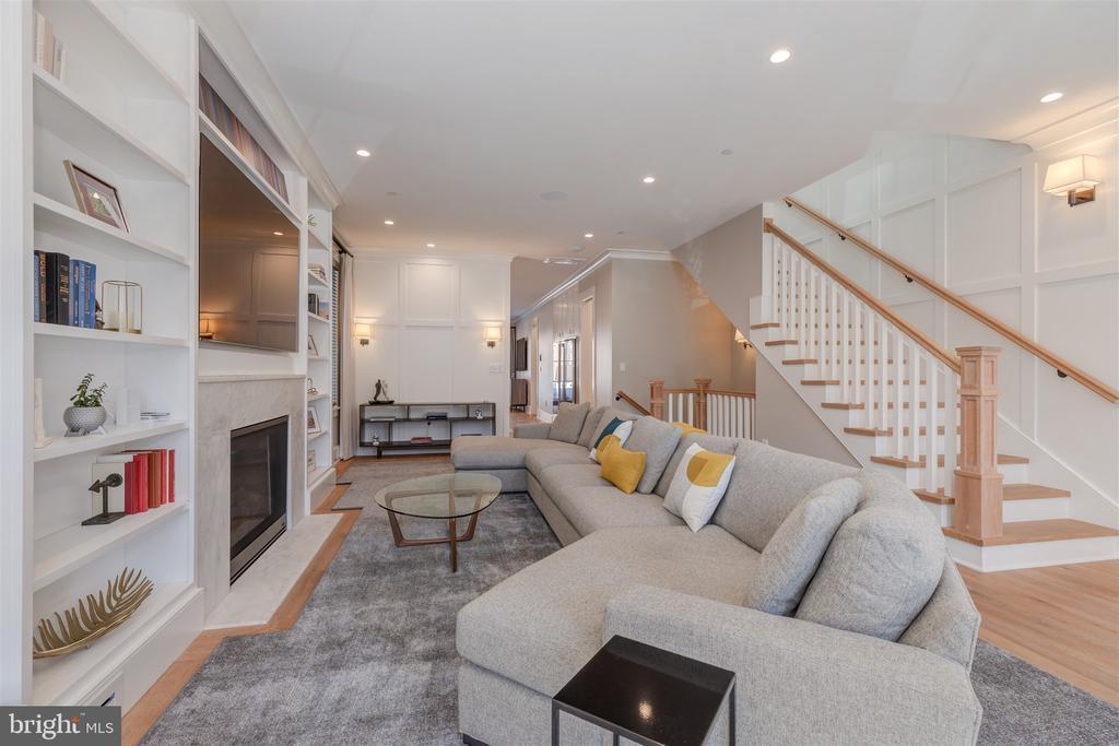 10ft+ ceilings, auto blinds & smart home - 212 A ST NE, WASHINGTON