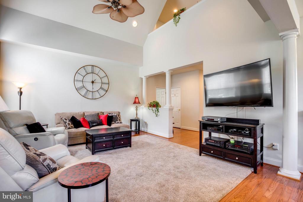 Family /living room - 6901 BROADLEAF TER, GAINESVILLE