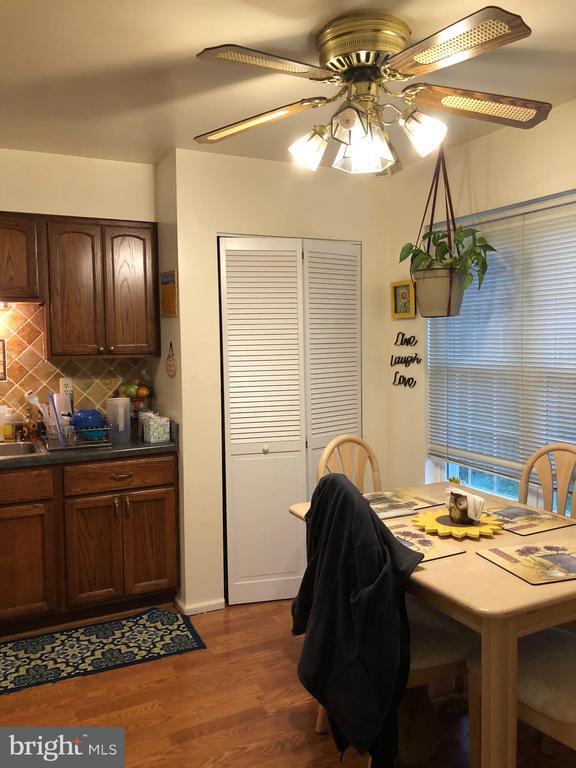 Kitchen - 10113 SASSAFRAS WOODS CT, BURKE