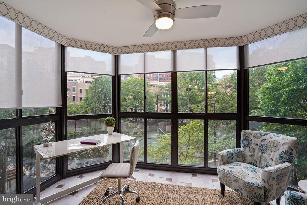 Enclosed sunroom - perfect for a home office! - 1600 N OAK ST #532, ARLINGTON