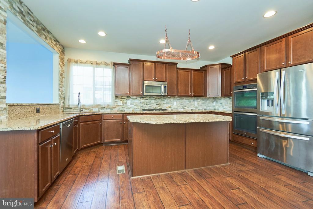 Kitchen Island - 13944 BARRYMORE CT, GAINESVILLE
