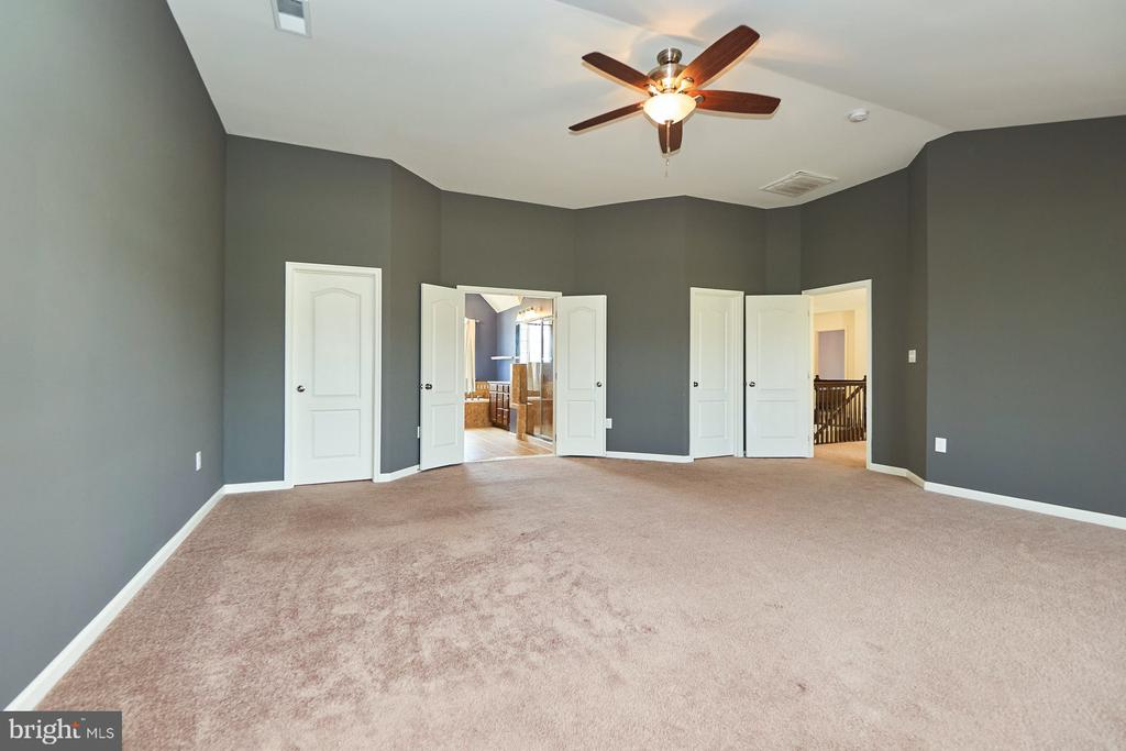 Two Walk In Closets - 13944 BARRYMORE CT, GAINESVILLE