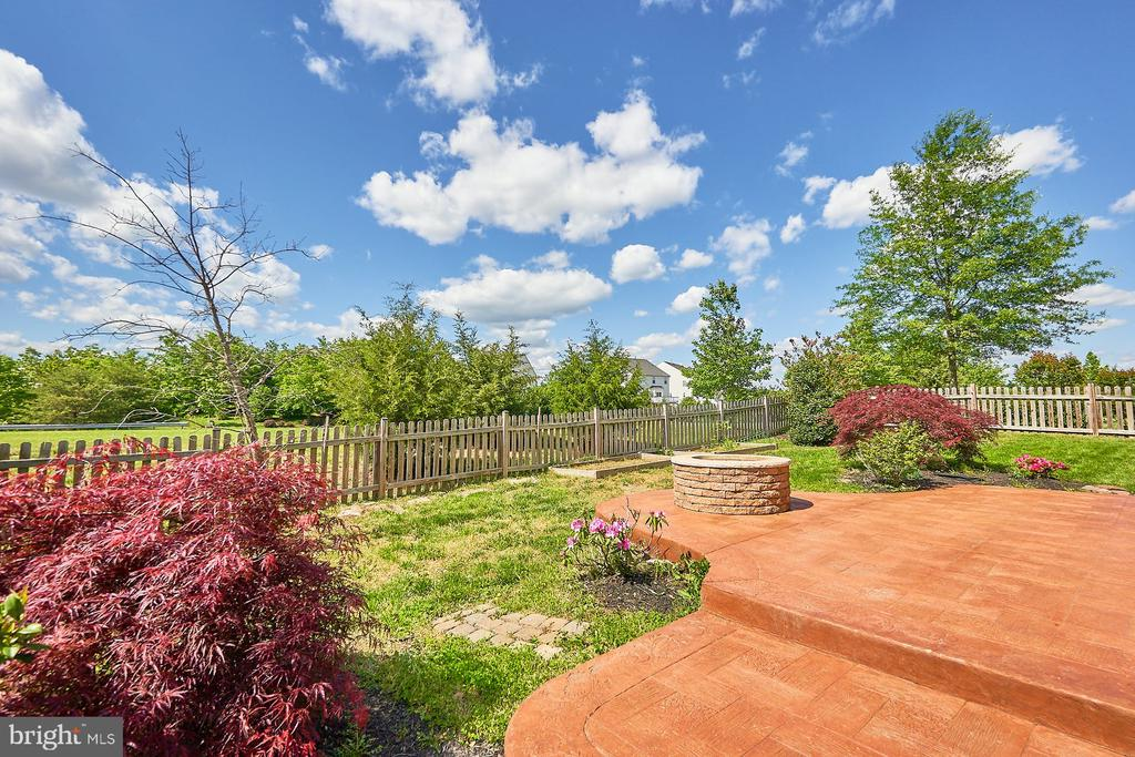 Mature Landscaping - 13944 BARRYMORE CT, GAINESVILLE