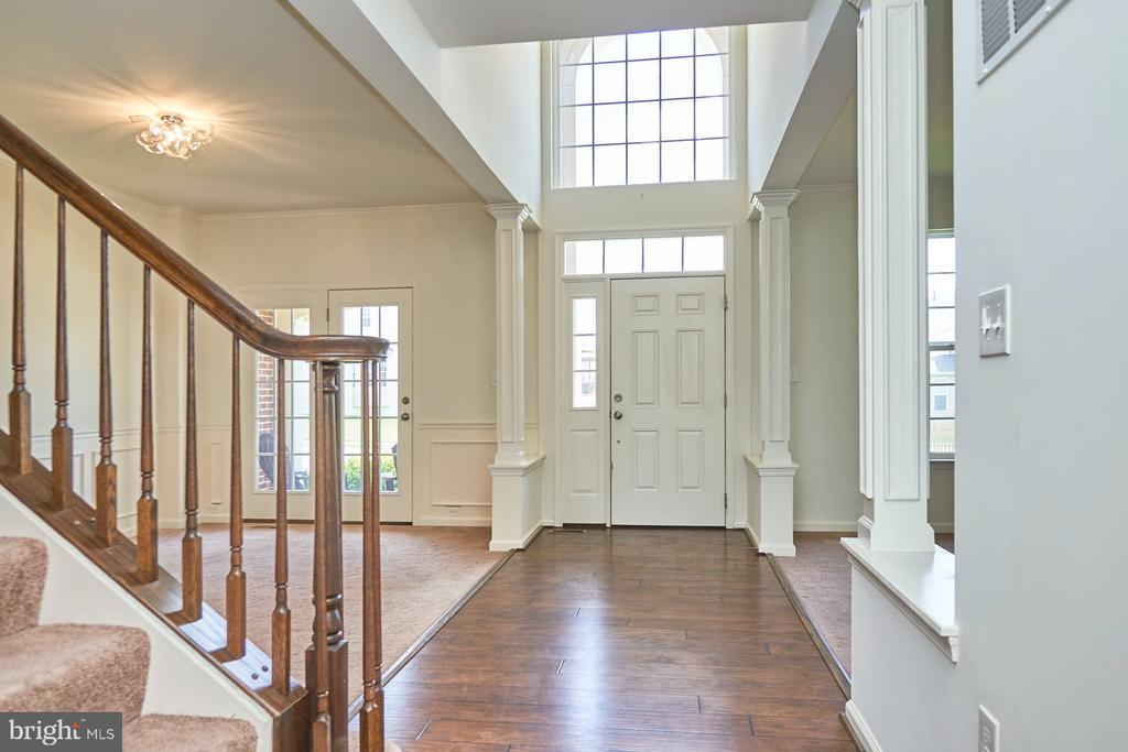 Two Story Entry Foyer - 13944 BARRYMORE CT, GAINESVILLE