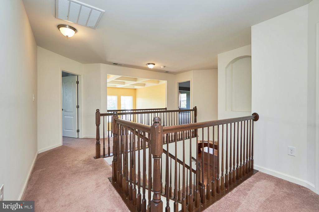 Upper Level Hallway - 13944 BARRYMORE CT, GAINESVILLE