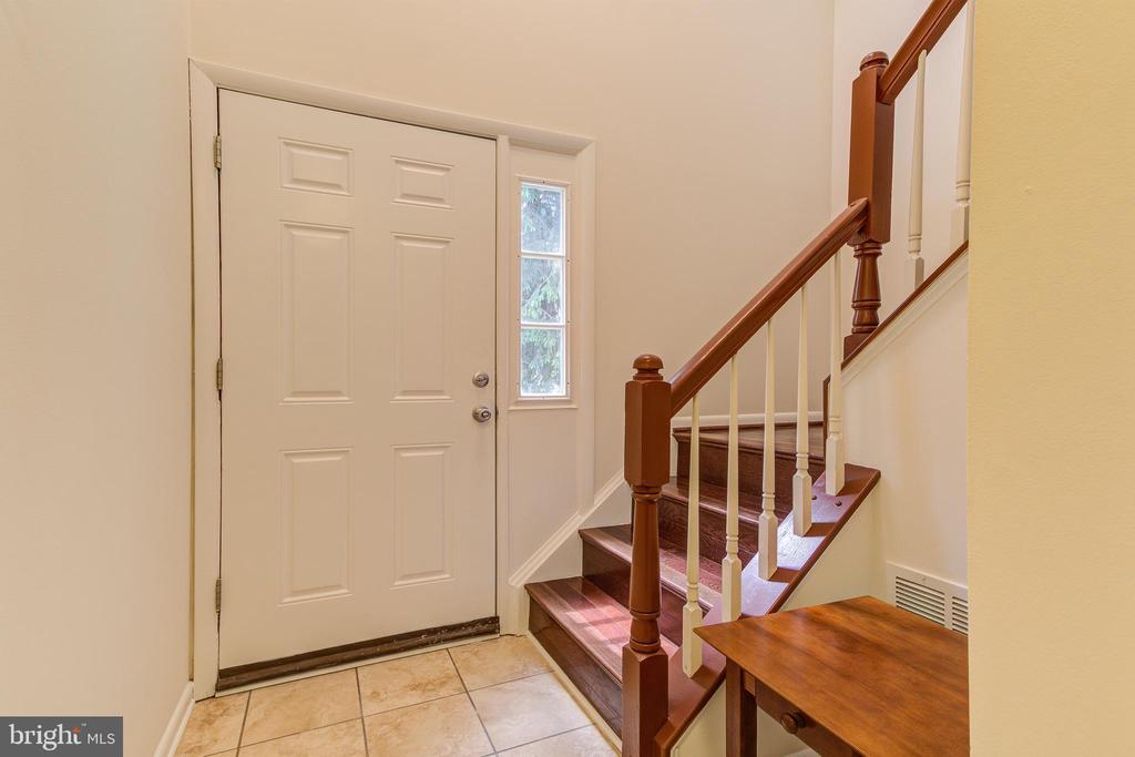 Entry Foyer - 44257 MOSSY BROOK SQ, ASHBURN