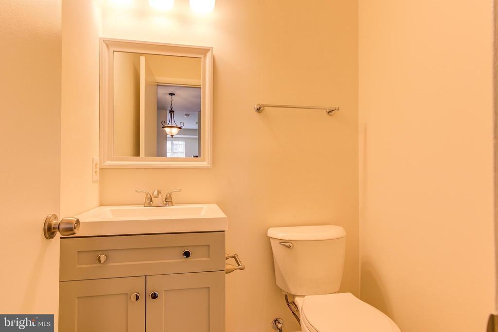 Powder Room / Half Bath - 44257 MOSSY BROOK SQ, ASHBURN