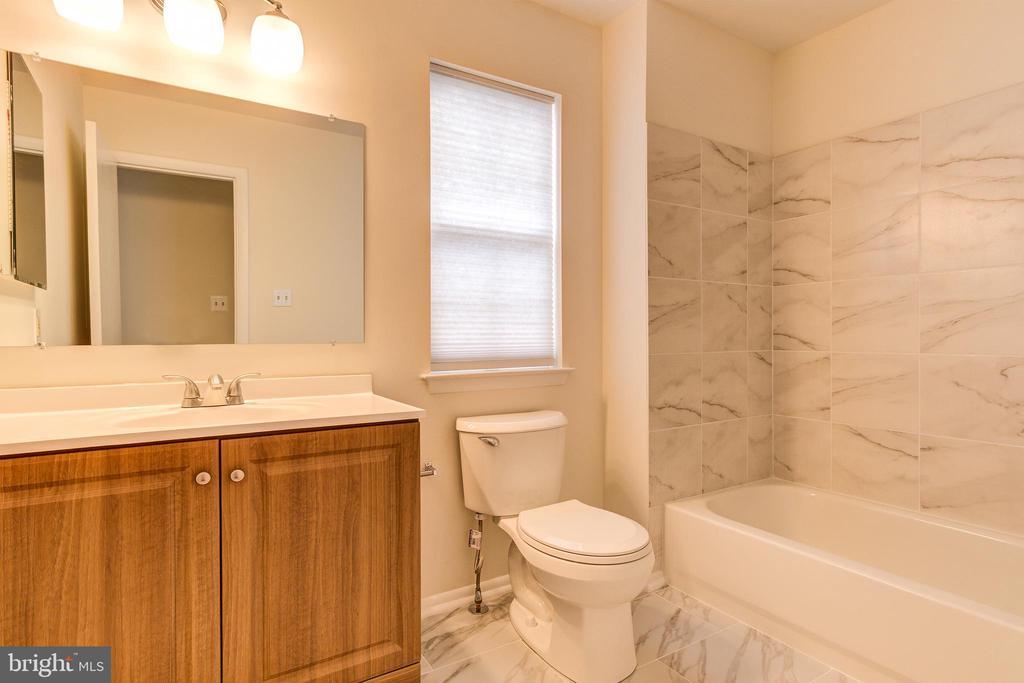 2nd Bathroom - 44257 MOSSY BROOK SQ, ASHBURN