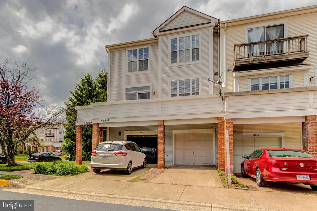 Front View 3 - 44257 MOSSY BROOK SQ, ASHBURN