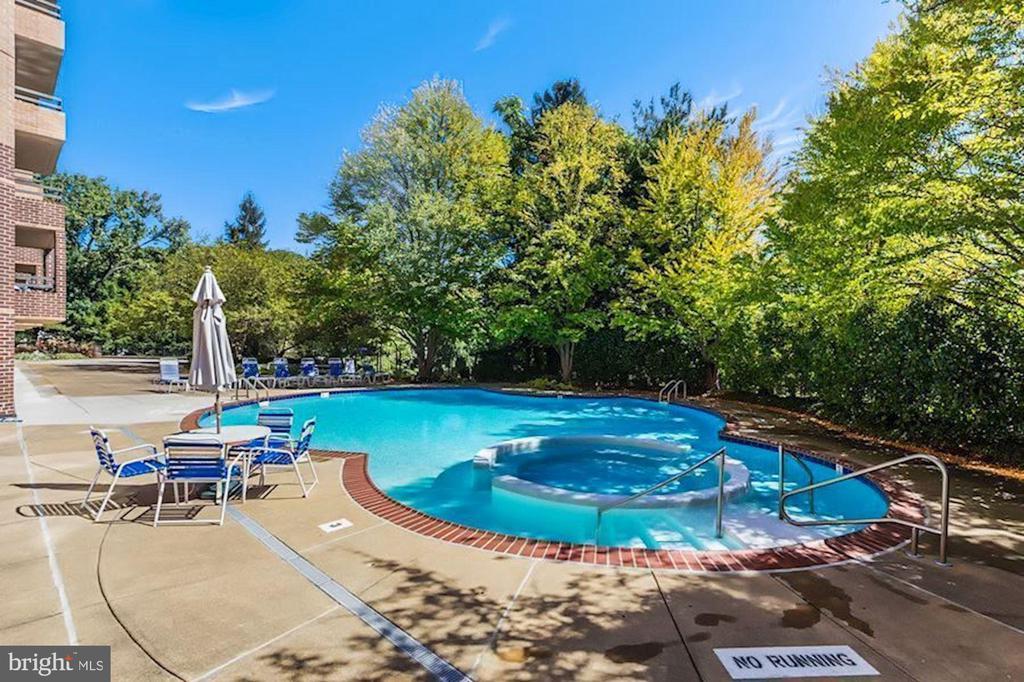 Outdoor swimming pool. - 2111 WISCONSIN AVENUE, NW #420, WASHINGTON