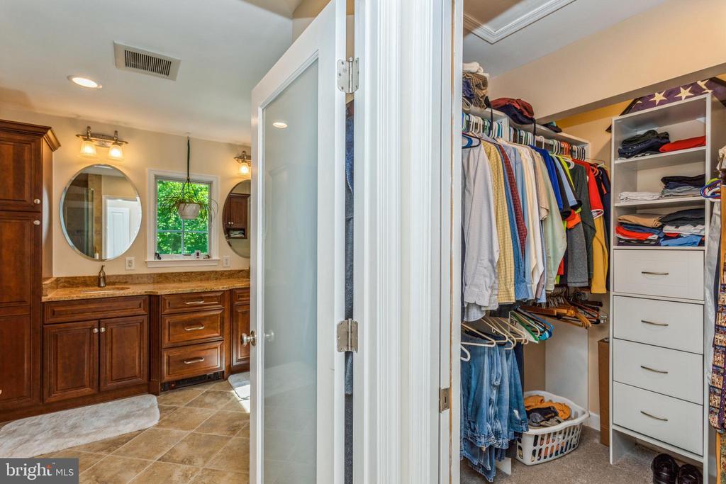 Walk in closet adjacent to primary bath - 13619 BRIDGELAND LN, CLIFTON