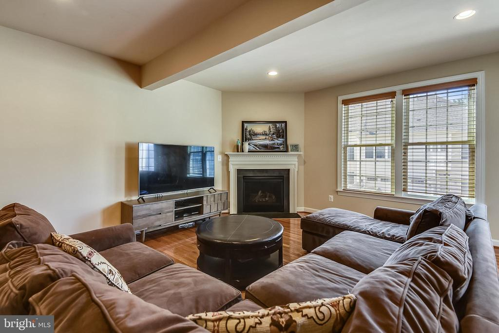 Family room off the kitchen with a gas fireplace - 24953 EARLSFORD DR, CHANTILLY