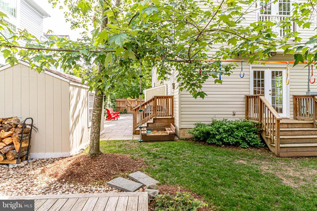 Two sheds in backyard - 7945 BOLLING DR, ALEXANDRIA