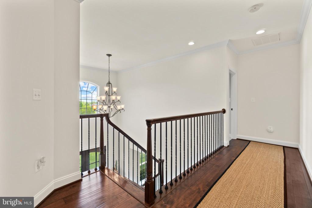 Upper Level Hallway - 35543 GREYFRIAR DR, ROUND HILL