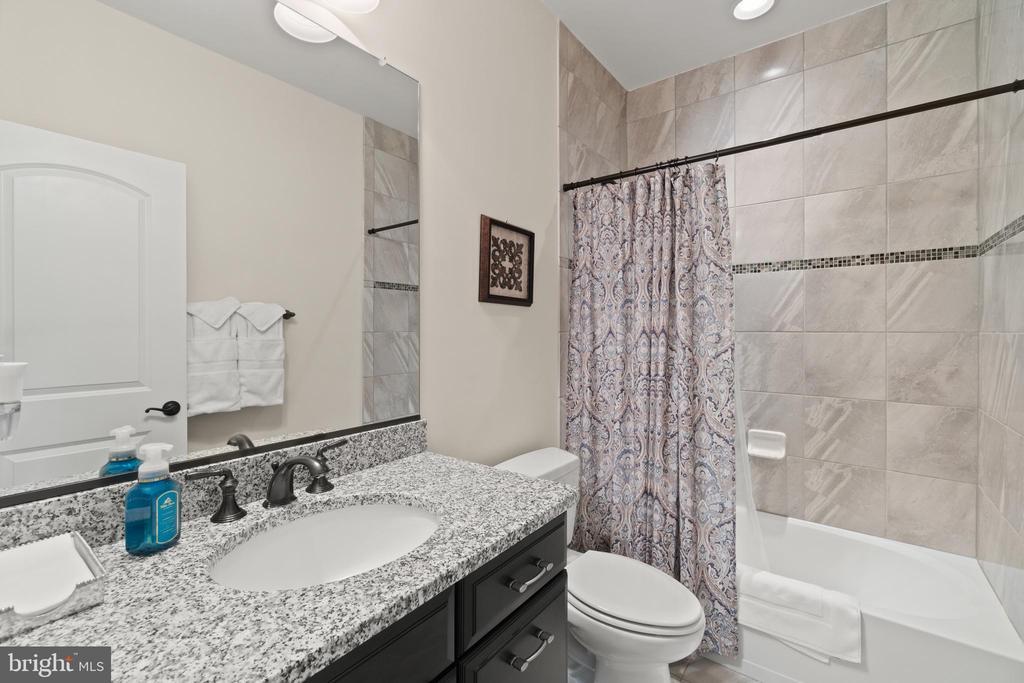 Bedroom #3 Bathroom - 35543 GREYFRIAR DR, ROUND HILL