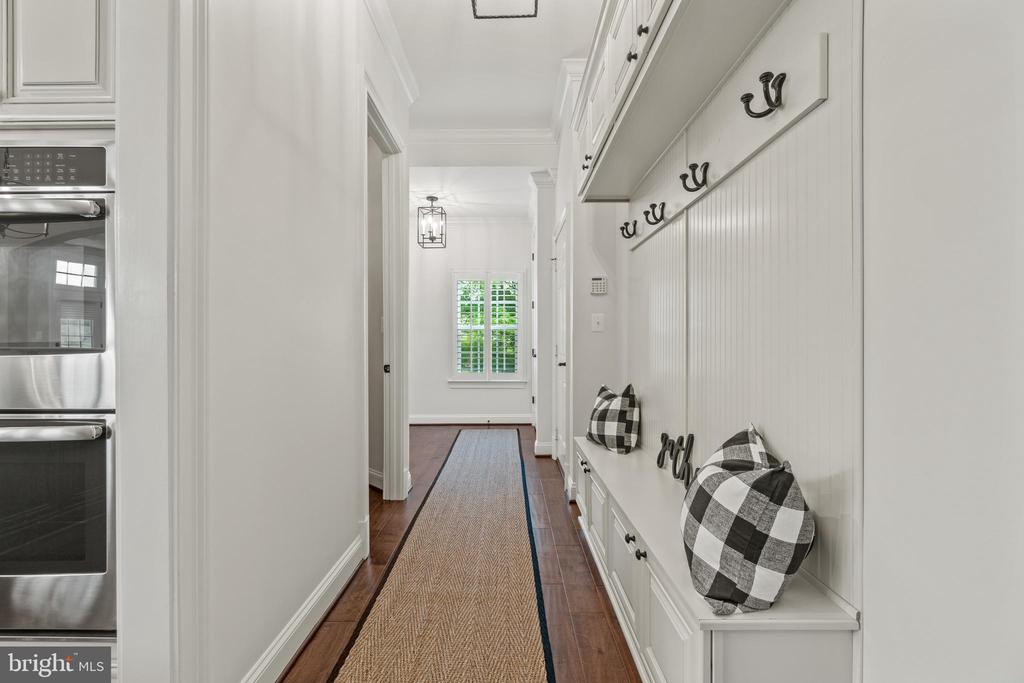 Mudroom Area/Entry from Garage - 35543 GREYFRIAR DR, ROUND HILL