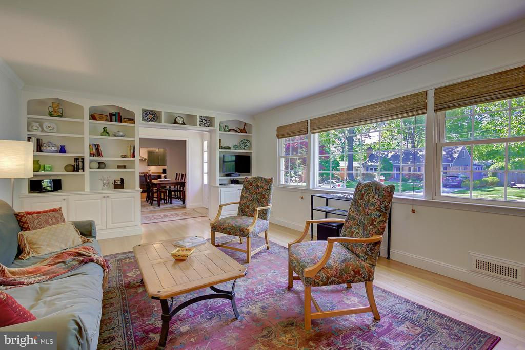 Living Room - Built-In Bookcases/Display Shelves! - 2502 CHILDS LN, ALEXANDRIA