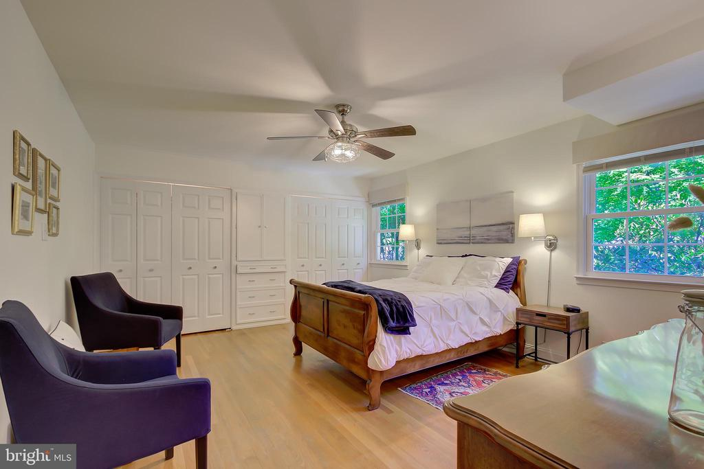 Main Level Primary/Master Bedroom! - 2502 CHILDS LN, ALEXANDRIA