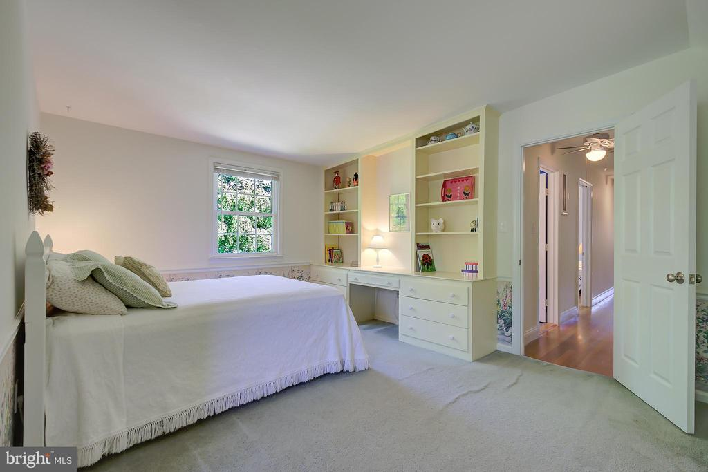 Bedroom #2 - With Built-In Desk Area and Bookcases - 2502 CHILDS LN, ALEXANDRIA