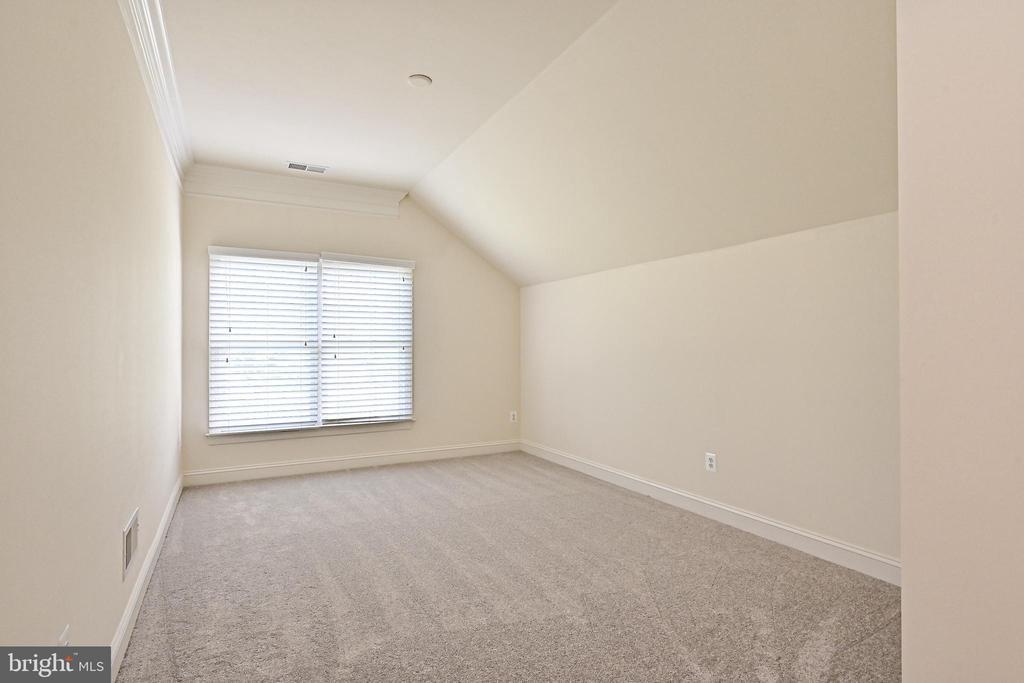 Bedroom #4 - 17215 IVANDALE RD, HAMILTON