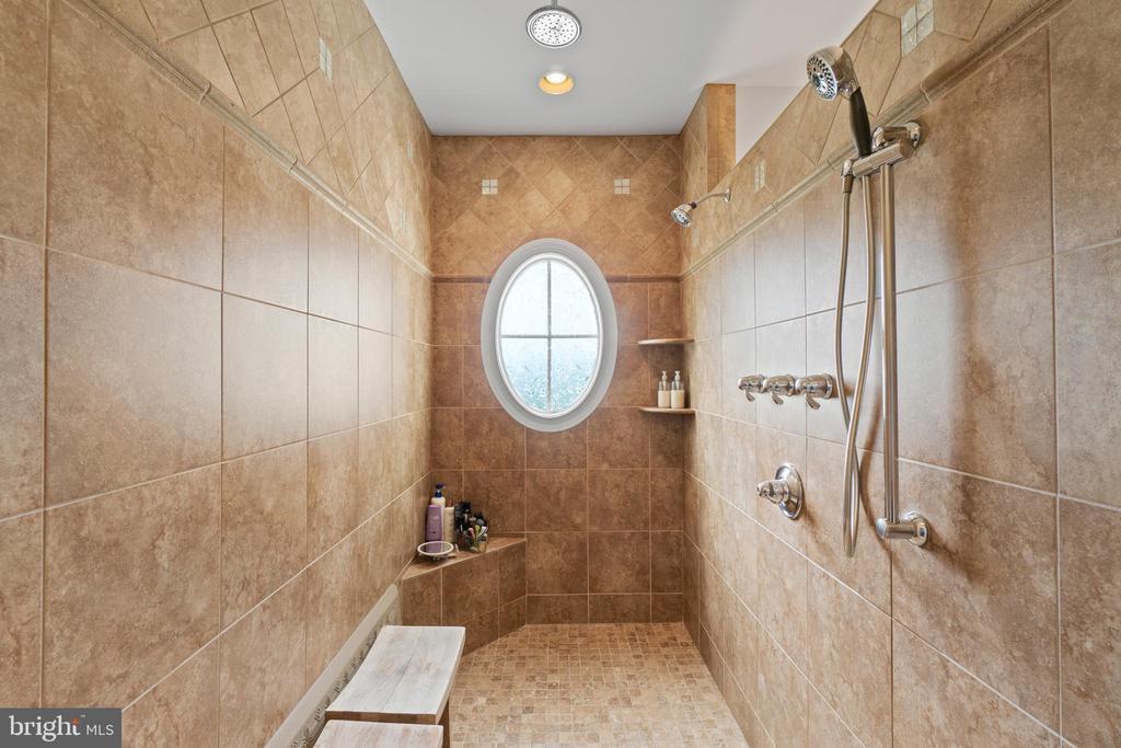 Extra large Primary Shower - 9903 S HARRIS FARM RD, SPOTSYLVANIA