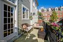 Easy lifestyle with no yard work! - 8 KEITHS LN, ALEXANDRIA