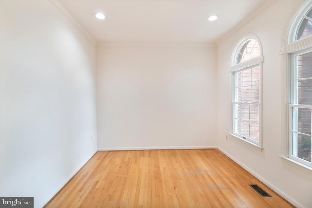 first floor home office - 15302 SWEETRIDGE RD, SILVER SPRING