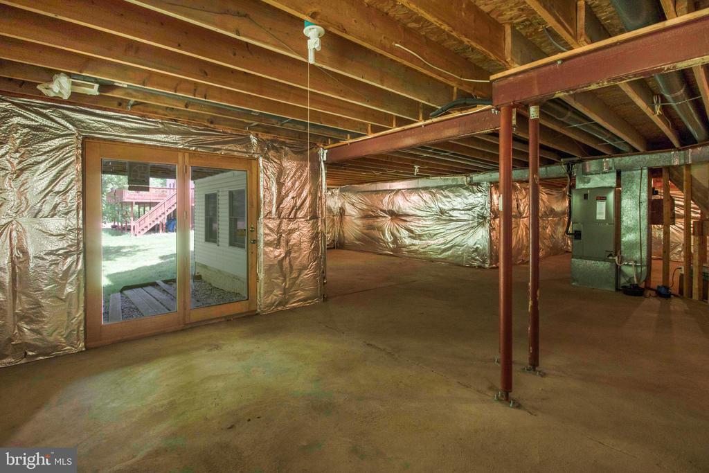walkout basement - 15302 SWEETRIDGE RD, SILVER SPRING