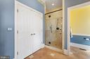 Spacious Shower with Bench, Water Closet & Linen - 11500 TURNING LEAF CT, SPOTSYLVANIA
