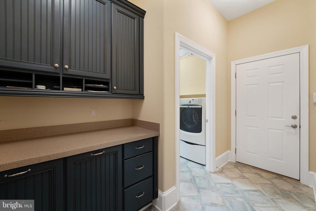 Mud Room Offers Drop Zone with Extra Trash/Recycle - 11500 TURNING LEAF CT, SPOTSYLVANIA