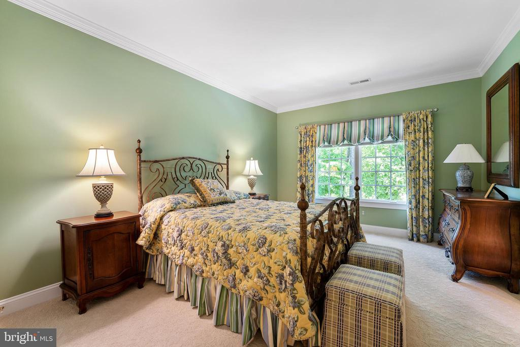 Bedroom 4  with Connected Bath & Walk in Closet - 11500 TURNING LEAF CT, SPOTSYLVANIA