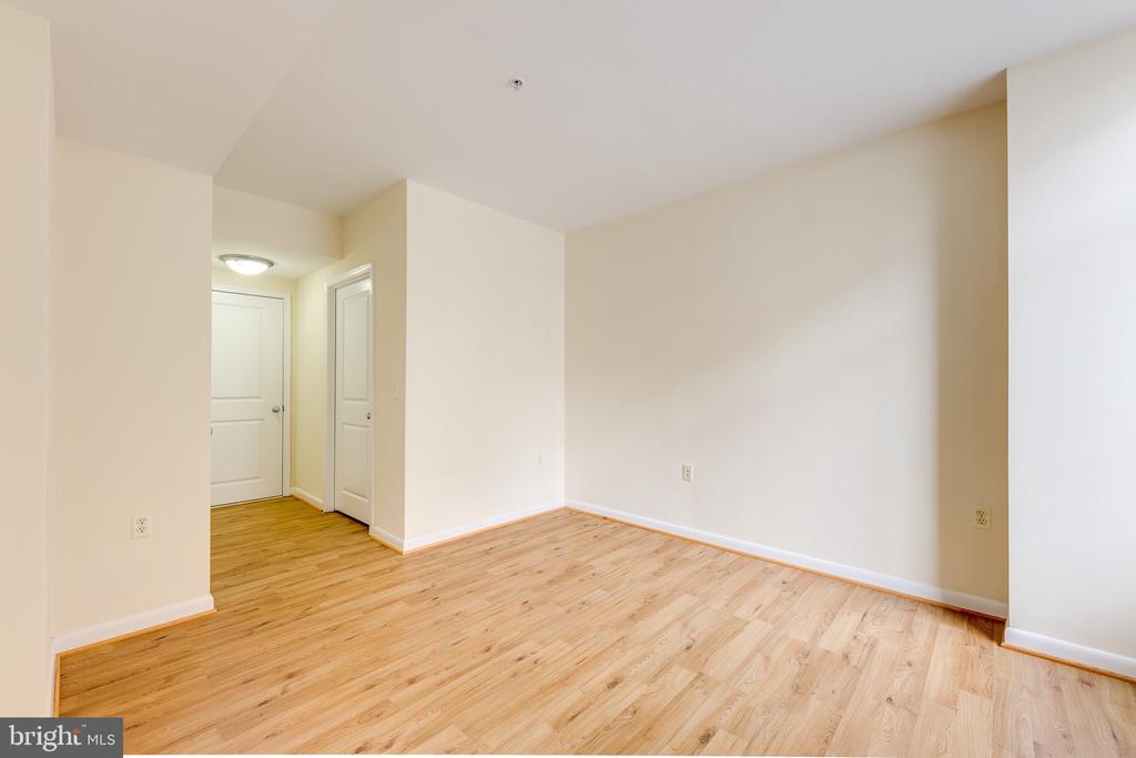 Bedroom to Bathroom & Closet - 851 N GLEBE RD #115, ARLINGTON