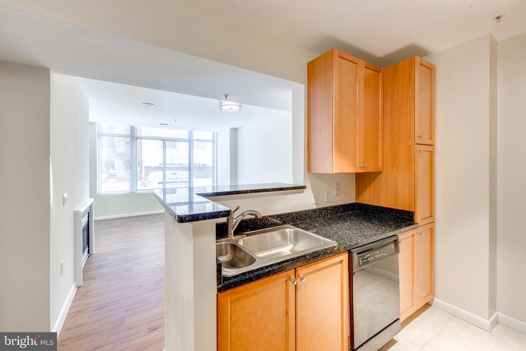 Kitchen View to Living Room - 851 N GLEBE RD #115, ARLINGTON