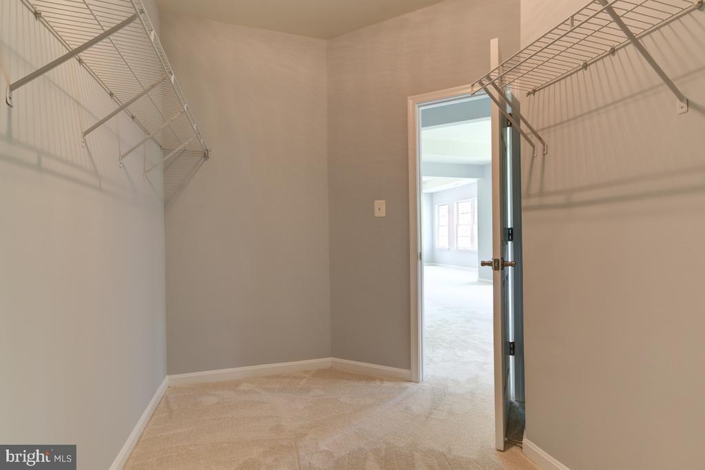 Dual closets - 23096 RED ADMIRAL PL, BRAMBLETON