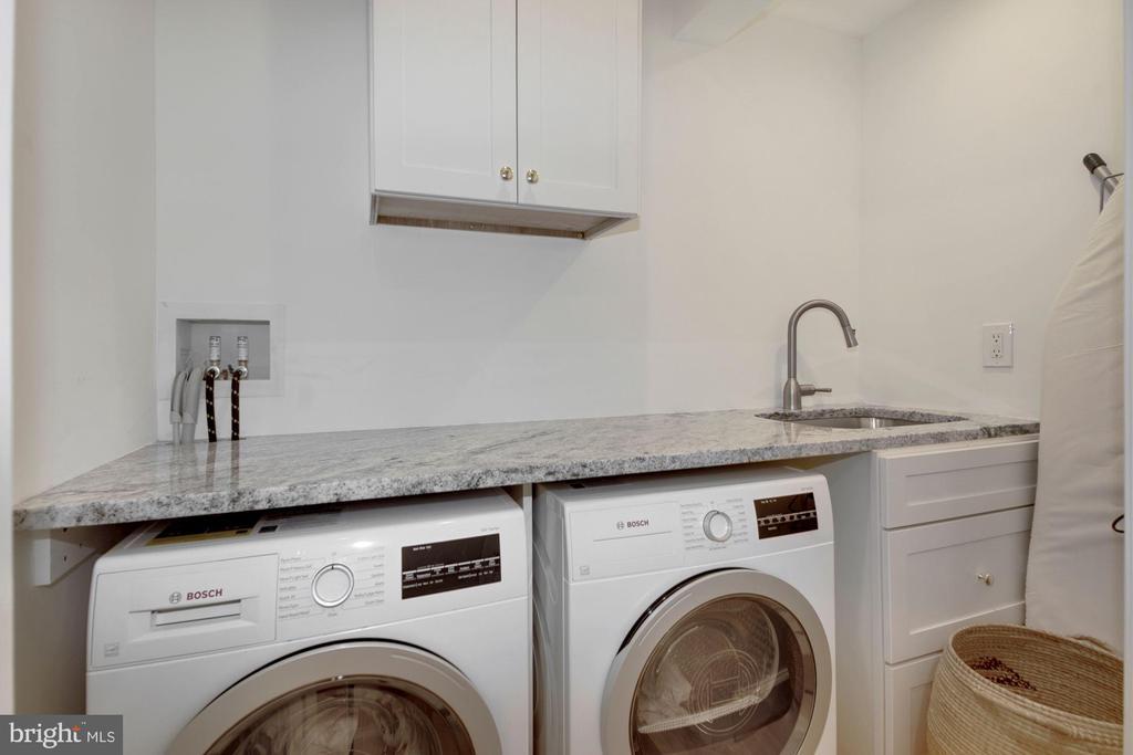 Laundry - 3033 WEST LANE KEYS NW, WASHINGTON