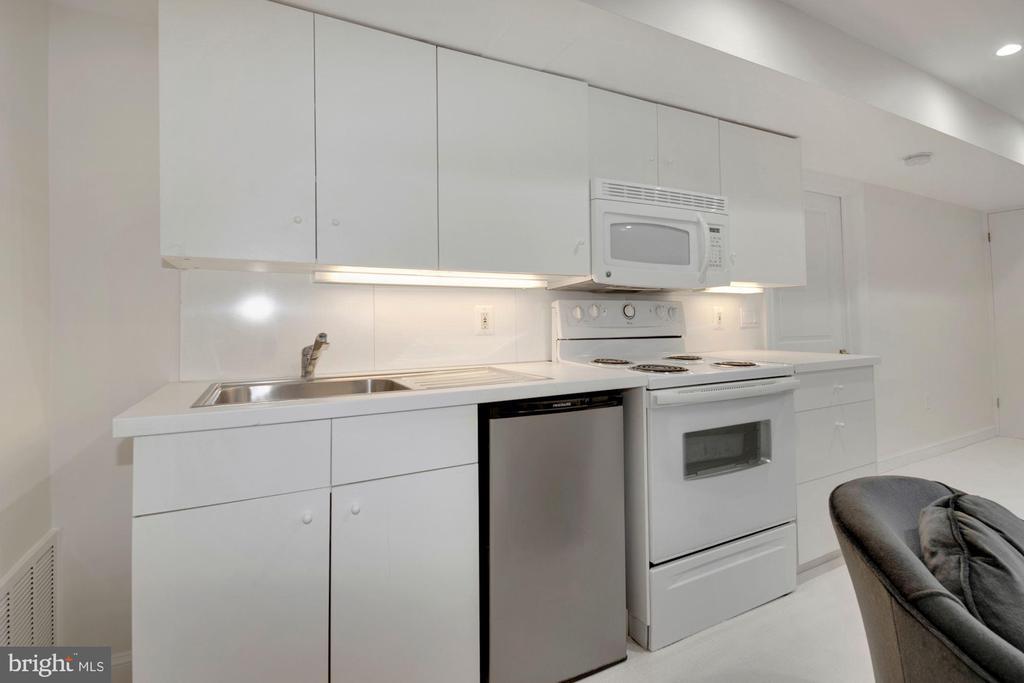 Kitchen - 3033 WEST LANE KEYS NW, WASHINGTON