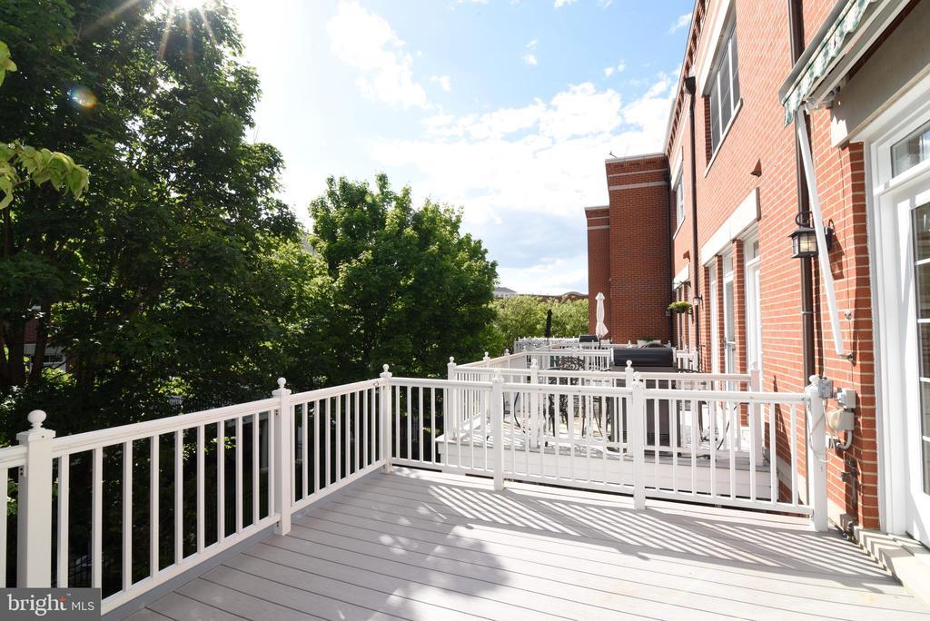 Rear deck off of kitchen - 12143 CHANCERY STATION CIR, RESTON
