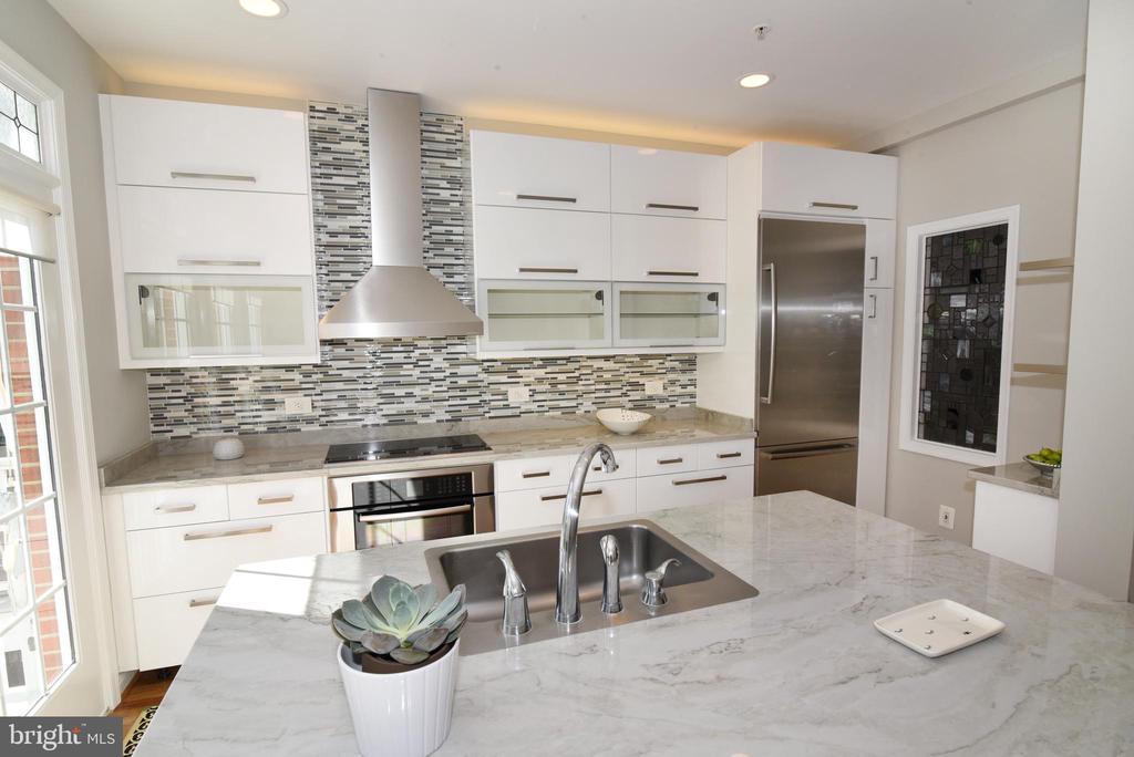 Kitchen appliances - 12143 CHANCERY STATION CIR, RESTON