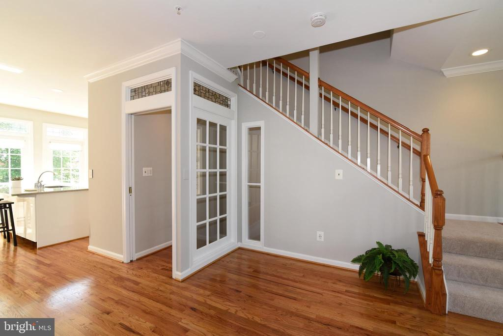 Enclosed entrance for effective 3 zone HVAC - 12143 CHANCERY STATION CIR, RESTON