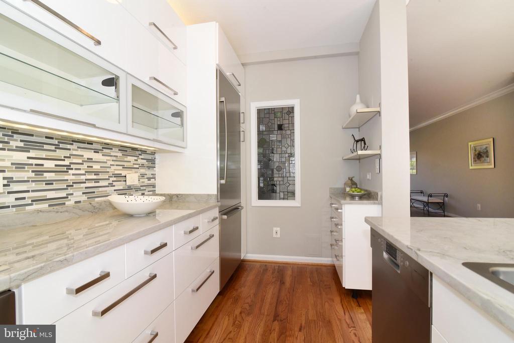Kitchen's butlers pantry - 12143 CHANCERY STATION CIR, RESTON