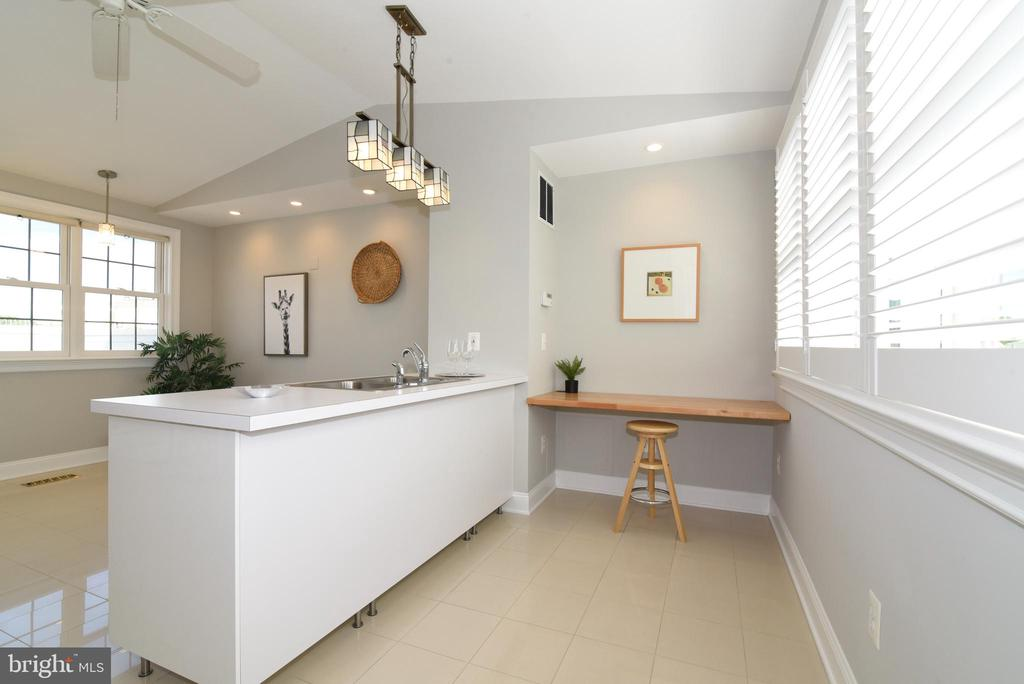 Excellent for crafting or 2nd office work space - 12143 CHANCERY STATION CIR, RESTON