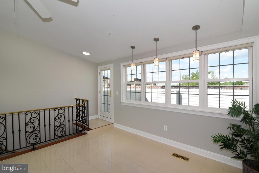 Designer wrought iron railings in bonus room - 12143 CHANCERY STATION CIR, RESTON