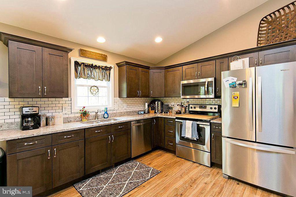 Kitchen-SS appliances - 677 NORTHERN SPY DR, LINDEN