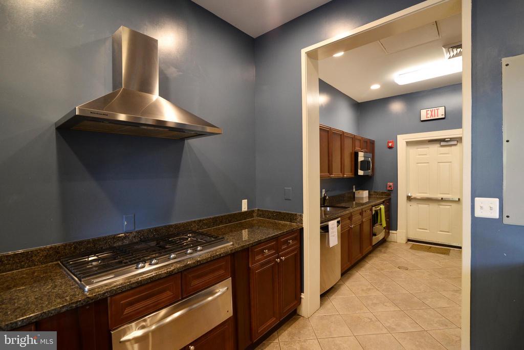 Clubhouse kitchen - 12143 CHANCERY STATION CIR, RESTON