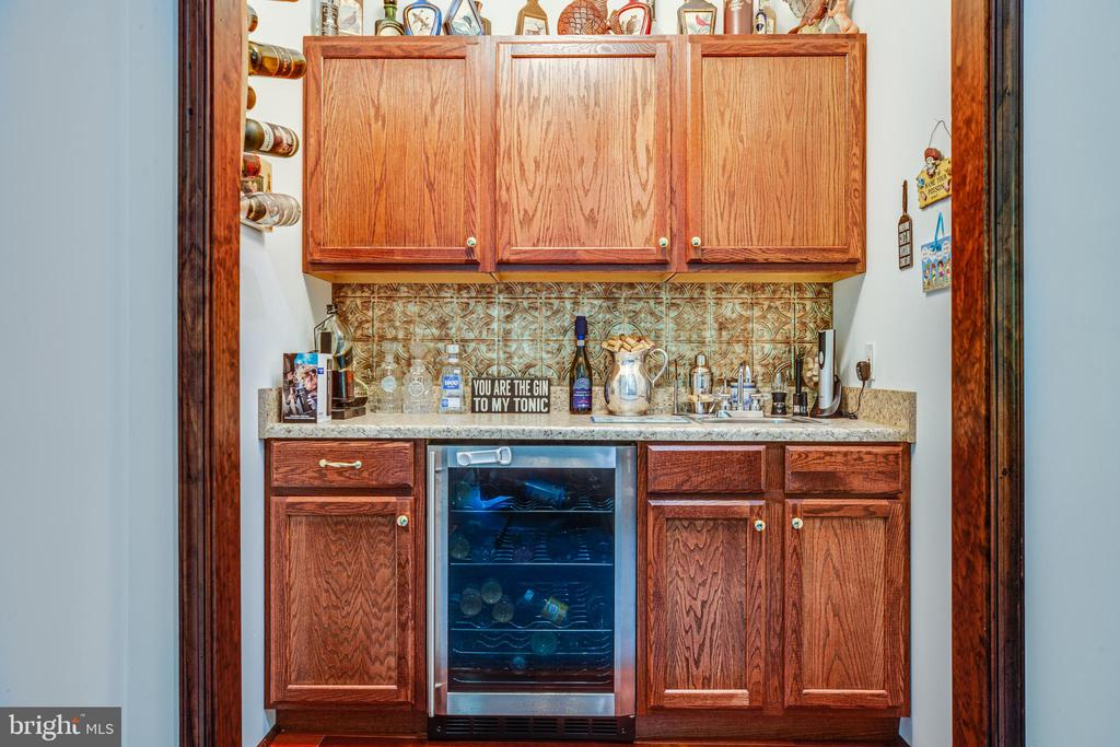 Wet Bar off the Living Room - 6559 OVERLOOK DR, KING GEORGE
