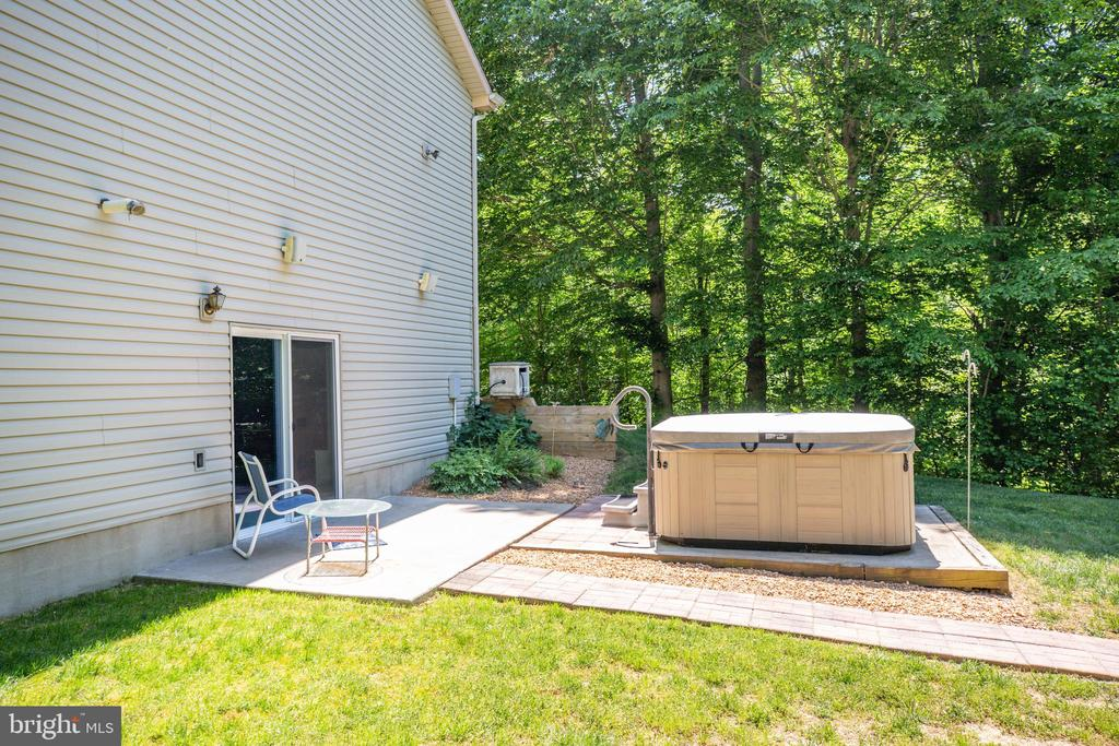 Side of House with walkout basement to Hot  Tub - 6559 OVERLOOK DR, KING GEORGE
