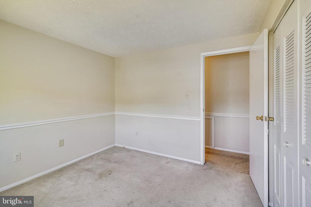 2ND BEDROOM WITH CHAIR RAIL - 12407 HICKORY TREE WAY #533, GERMANTOWN