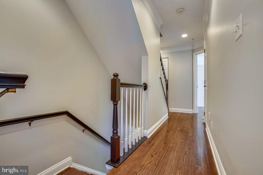 Third level with Primary and second bedroom/baths - 8 KEITHS LN, ALEXANDRIA
