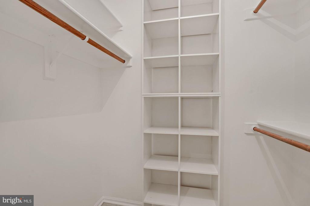 Walk-in closet - 2100 LEE HWY #G11, ARLINGTON